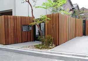 中川木材産業施工の目隠しフェンス