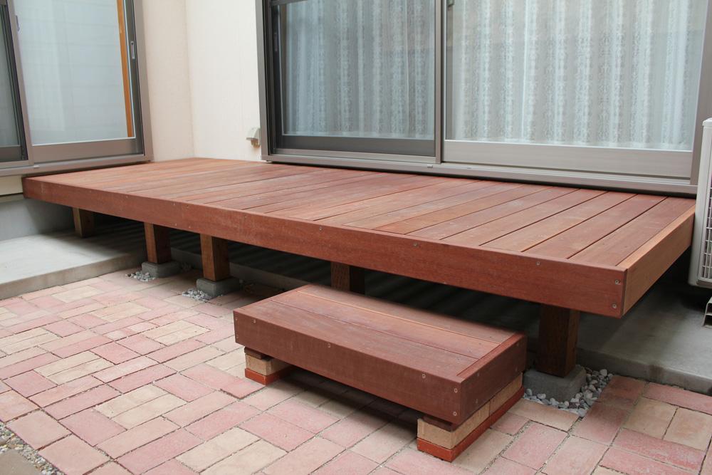 組立(ハードウッドデッキ自作中川木材産業