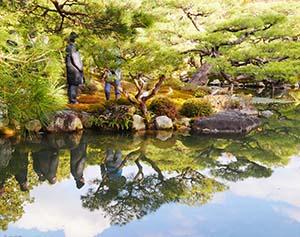 山荘の庭園
