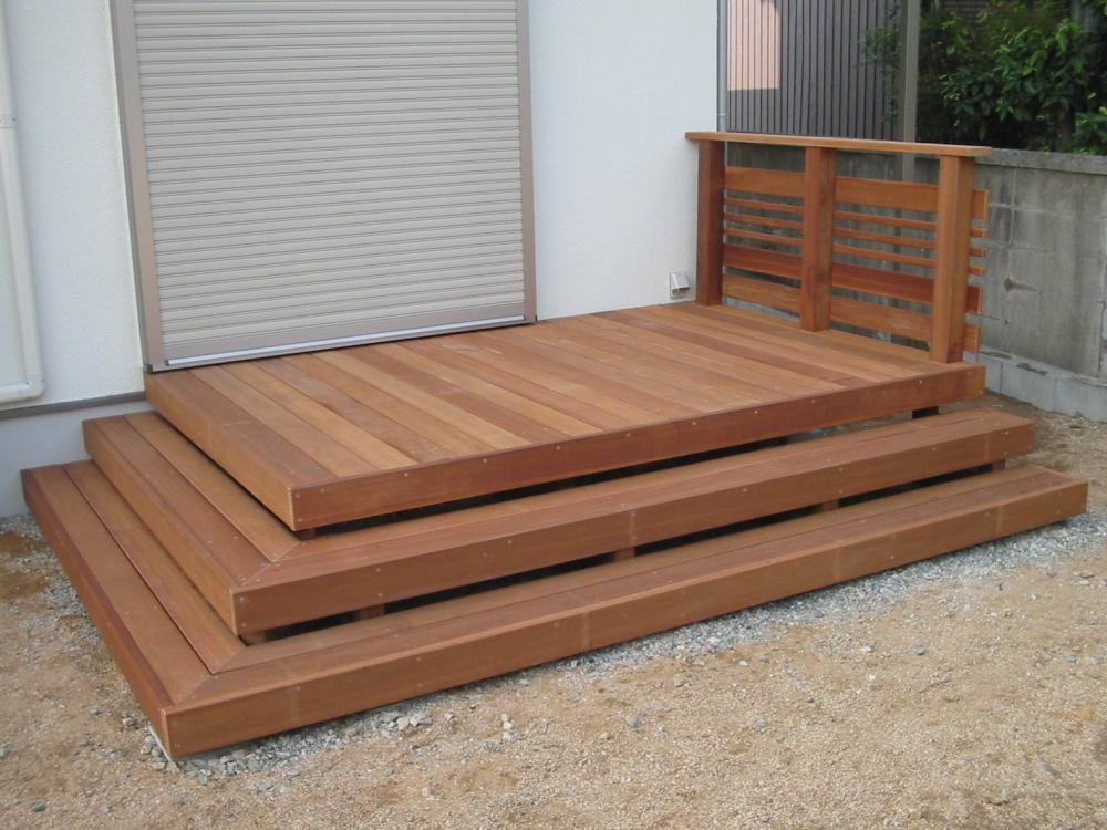 お庭との距離を縮める幅広ステップ-079