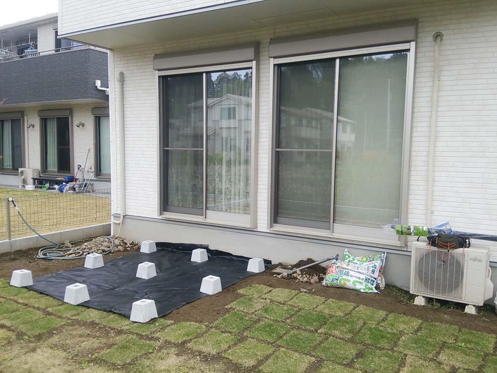 ウッドデッキ 束石配置 防草シート
