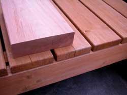 ウッドデッキ床板、比較中国製
